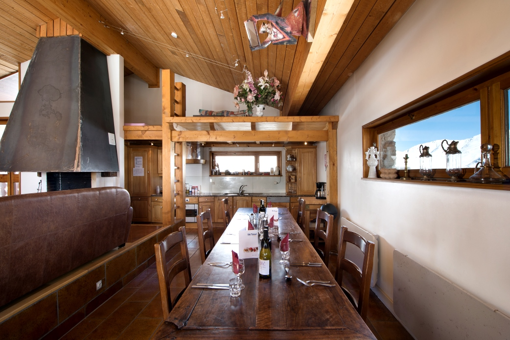 Ski Total | Dining area in the chalet Colombero
