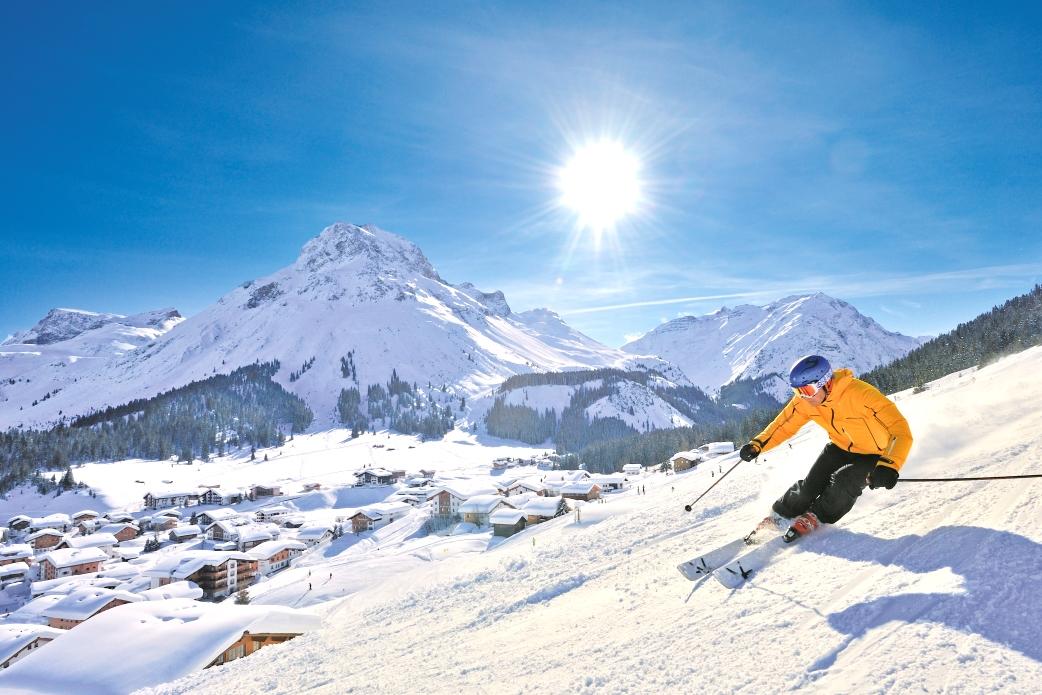 Ski Total | Skier on the piste in Lech