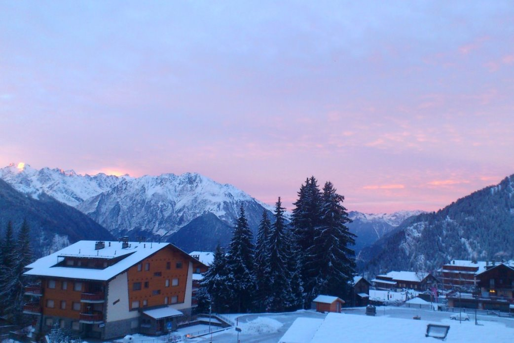 Ski Total | Red sky at night in Verbier