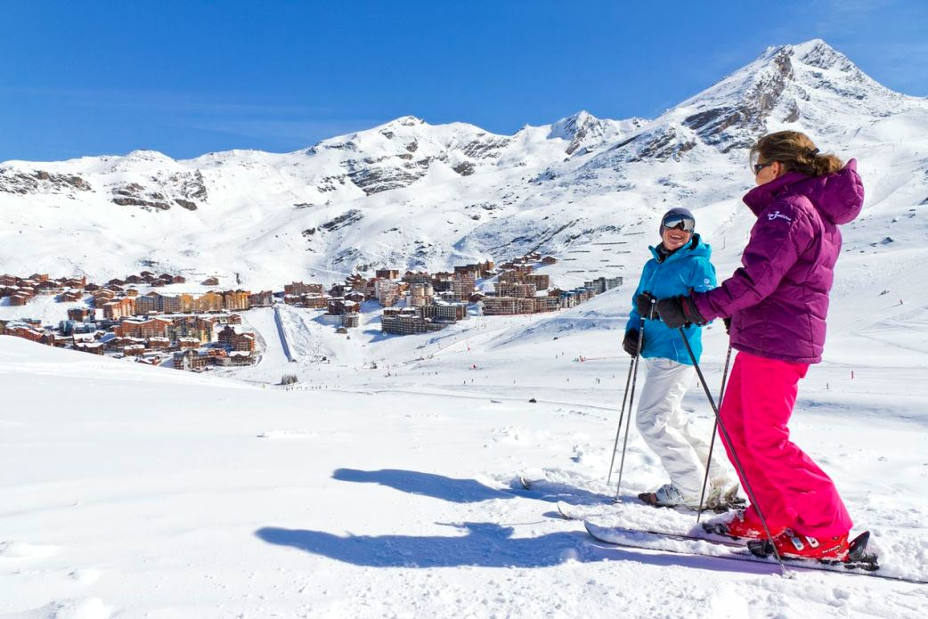 Ski Total | Skiers overlook Val Thorens