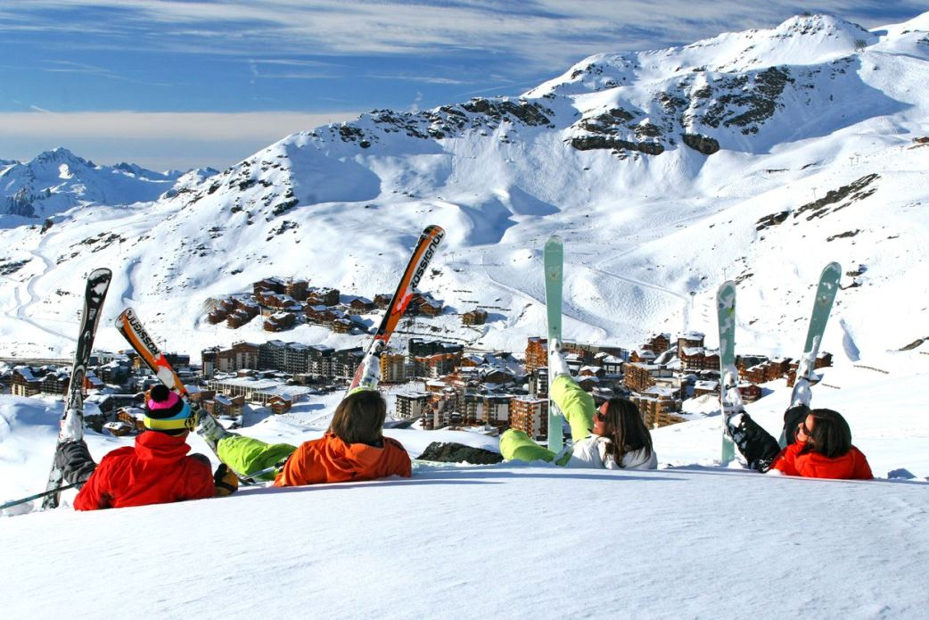 Ski Total | Skiers take a break while looking down over Val Thorens