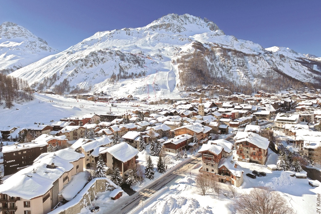 Ski Total | Snowy rooftops in Val D'Isere