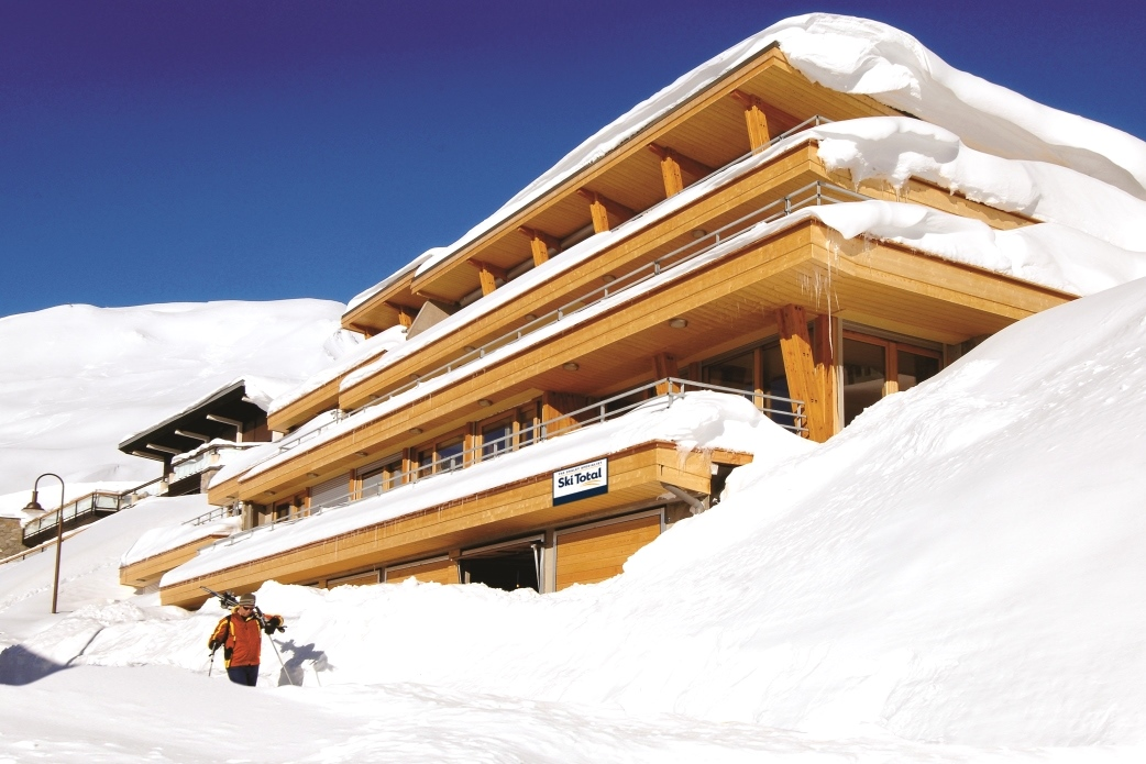 Ski Total | Exterior view of the chalet Aiglon