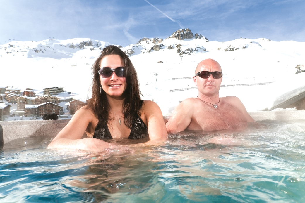 Ski Total | Outdoor hot tub of the chalet Ramo