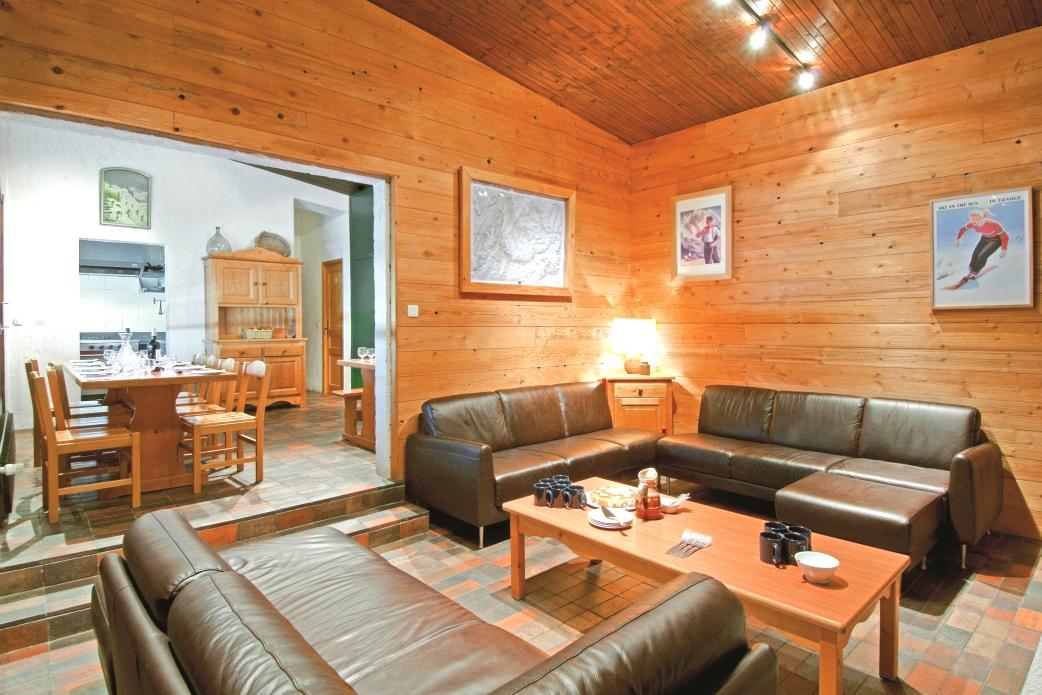 Ski Total   Chalet Atlas's lounge area