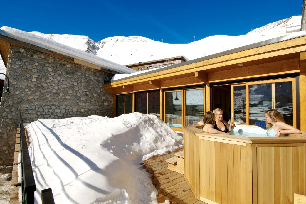 Ski Total | The sun terrace with outdoor hot-tub