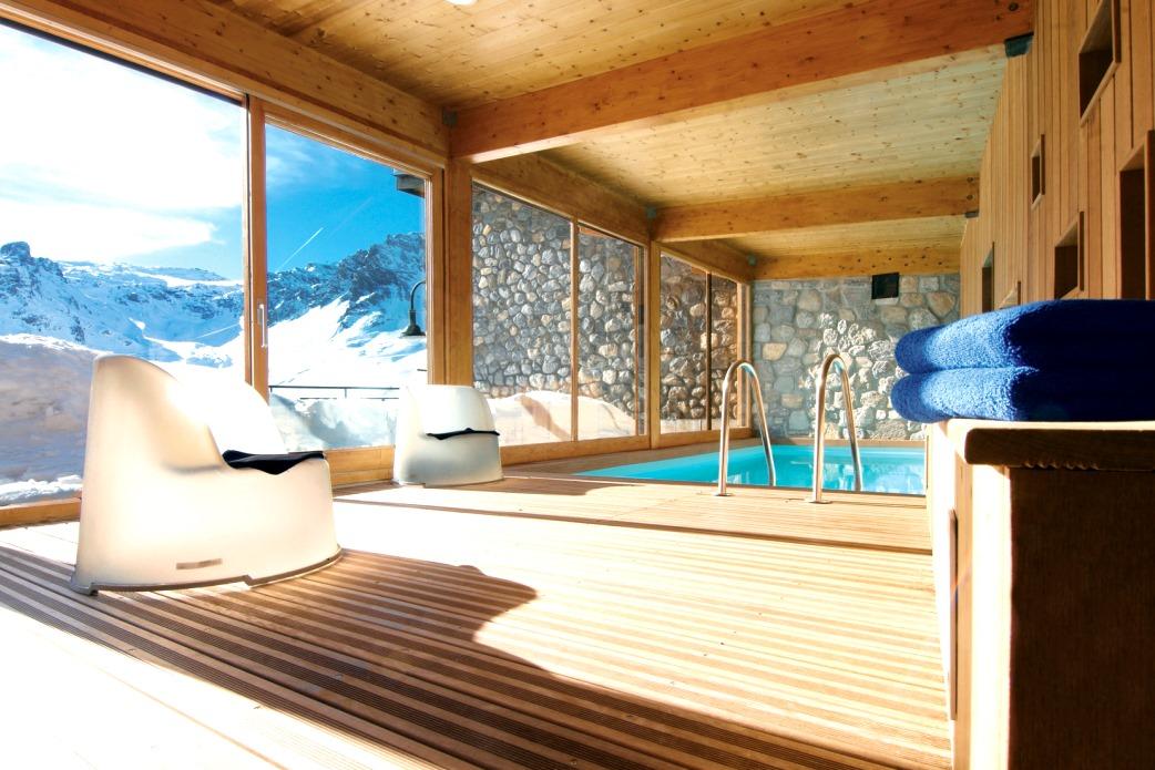Ski Total | Chalet Arktic's indoor pool