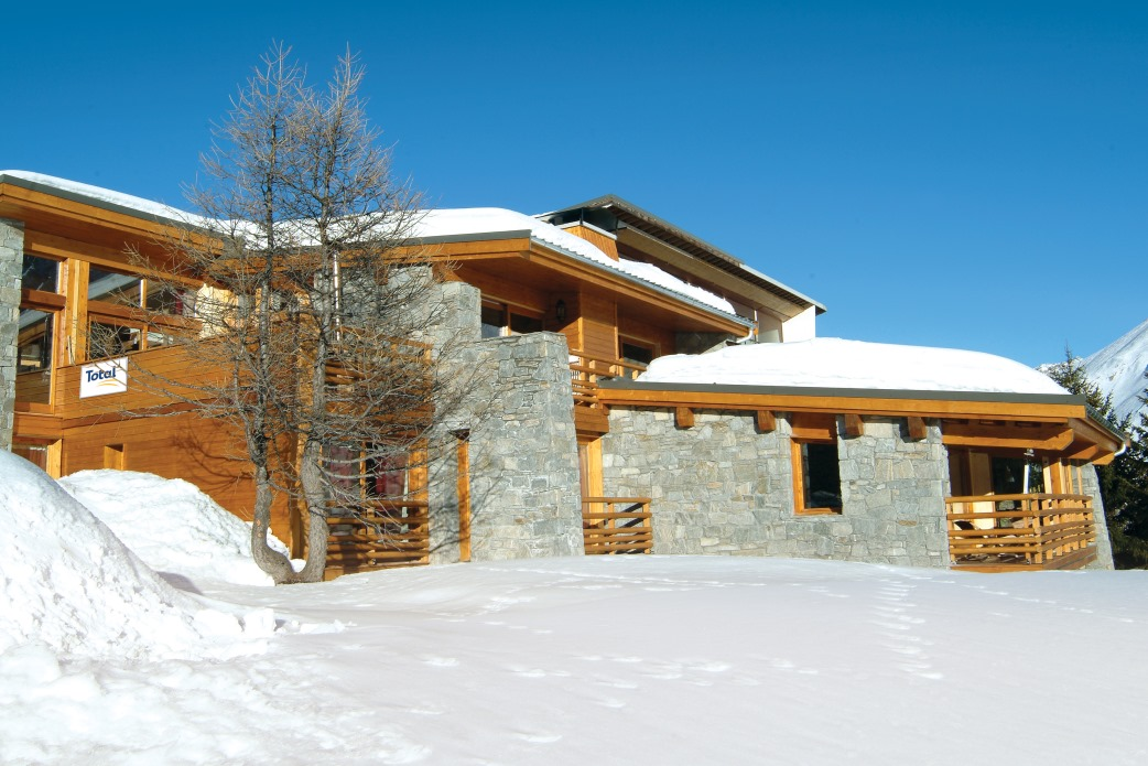 Ski Total | Exterior view of the chalet Cairn