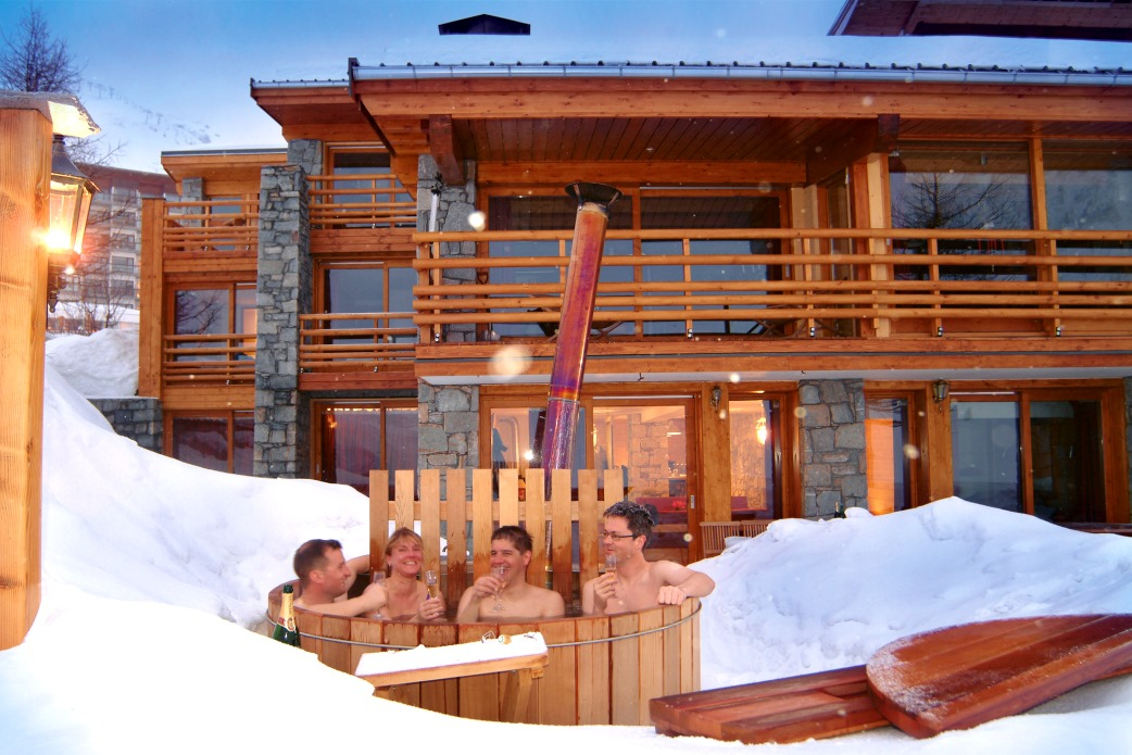 Ski Total | The outside hot-tub of the chalet Cairn