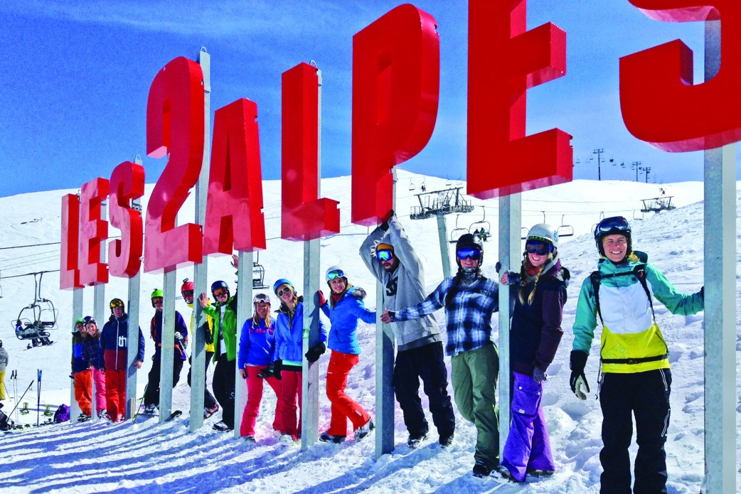Ski Total | Les 2 Alpes sign with happy skiers