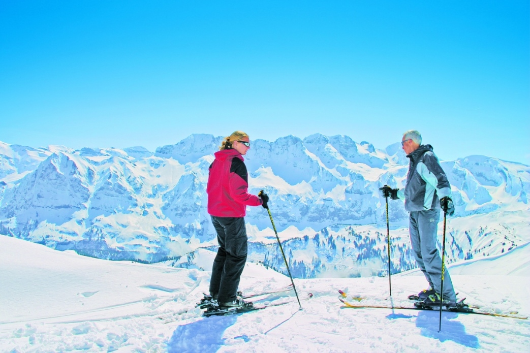 Ski Total | a couple stop for a rest in Avoriaz