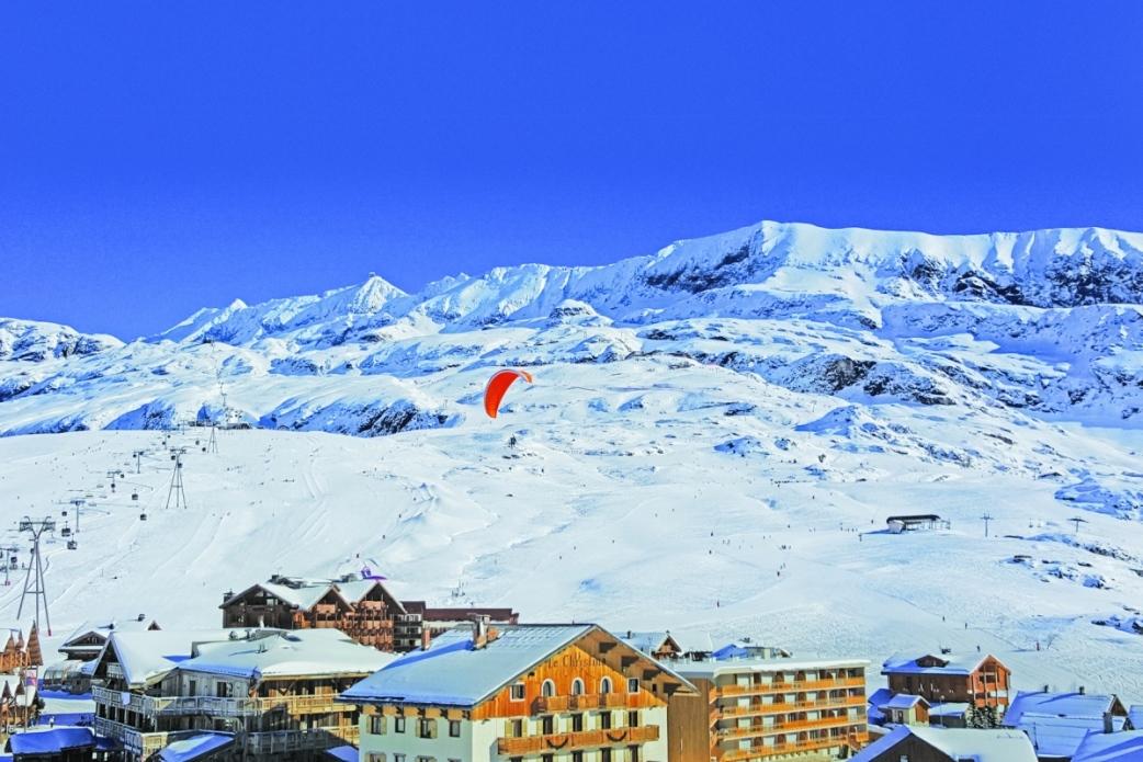 Ski Total | Alp d'Huez with a paraglider
