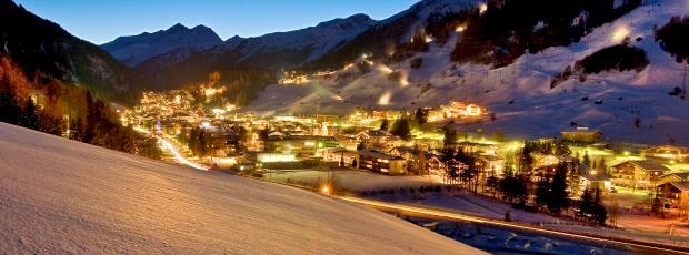 Ski Total | St Anton at night
