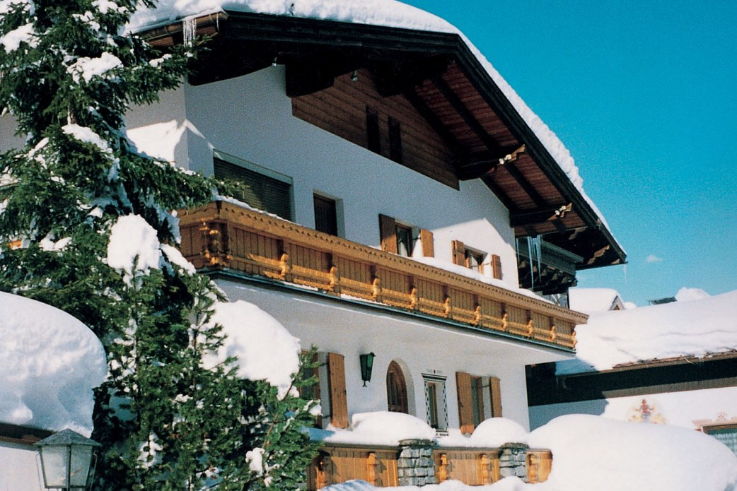 Ski Total | Exterior view of the chalet Aitken