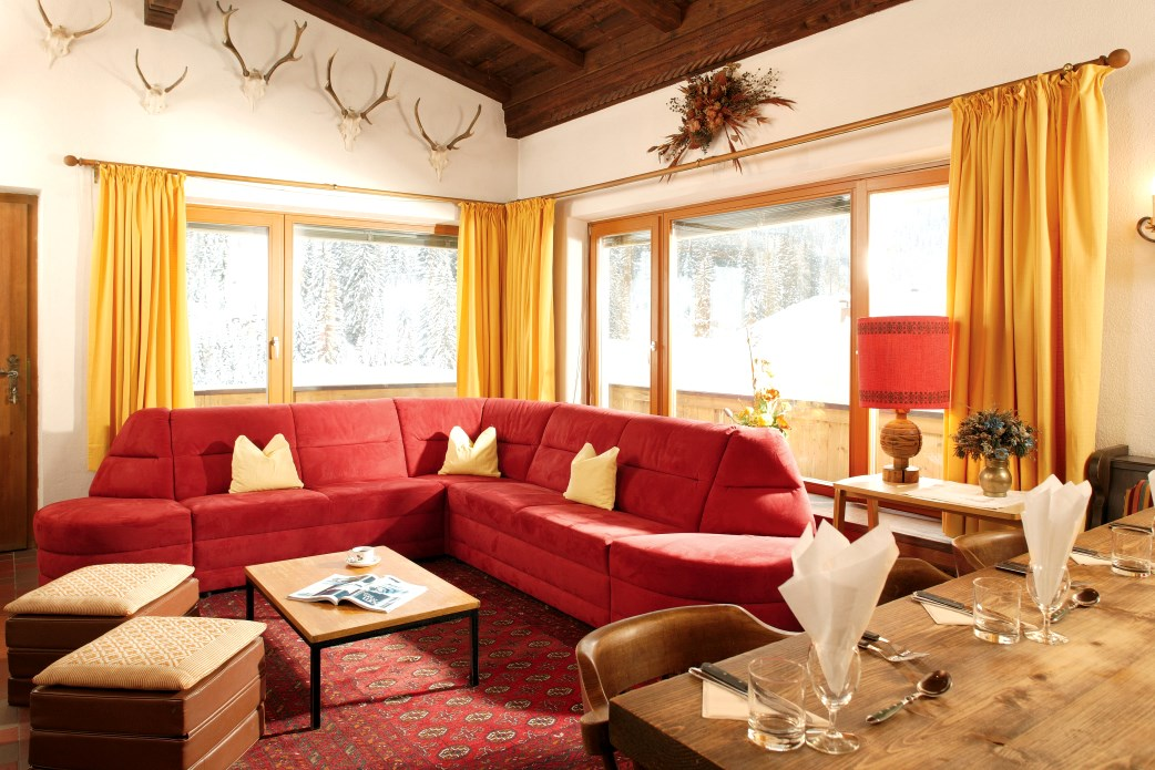 Ski Total | The lounge area in the chalet Aitken