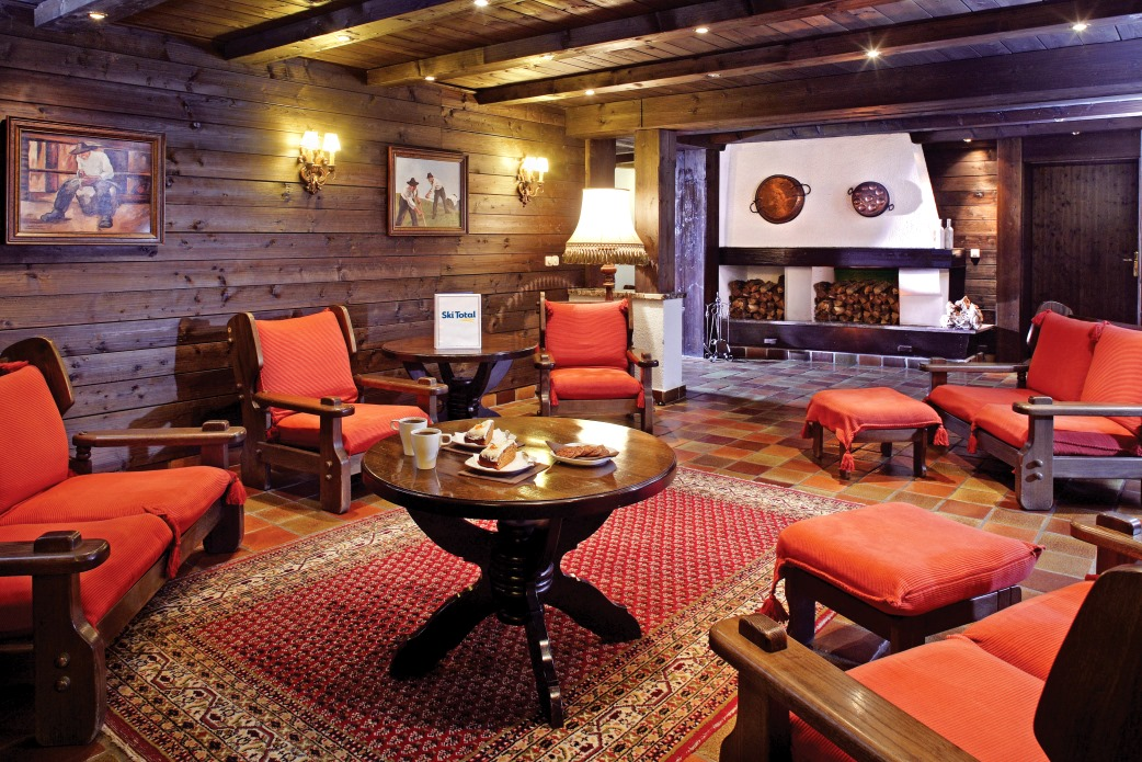Ski Total | Lounge area in the Chalet Hotel Sonneck