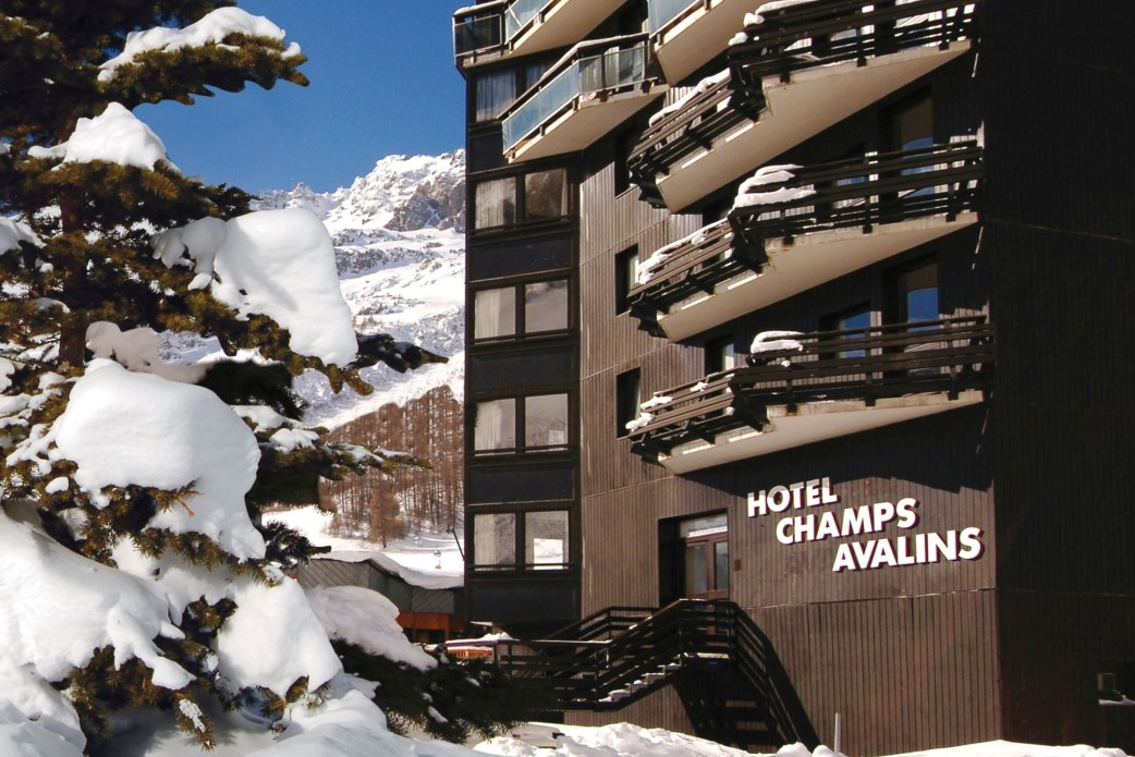 Ski Total | Exterior of the Champs Avalins