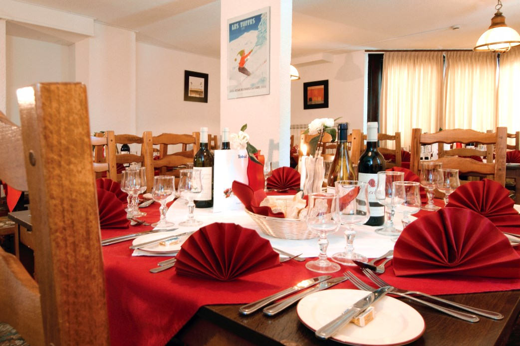 Ski Total | Dining area of the Champs Avalins