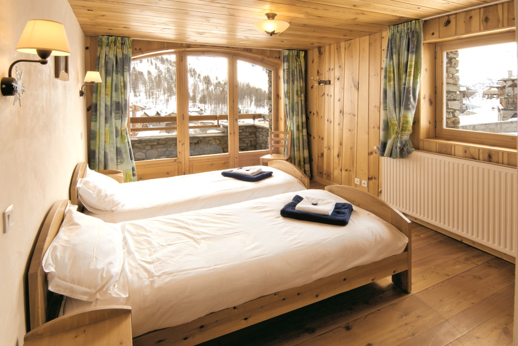 Ski Total | A typical bedroom in the chalet Bandire