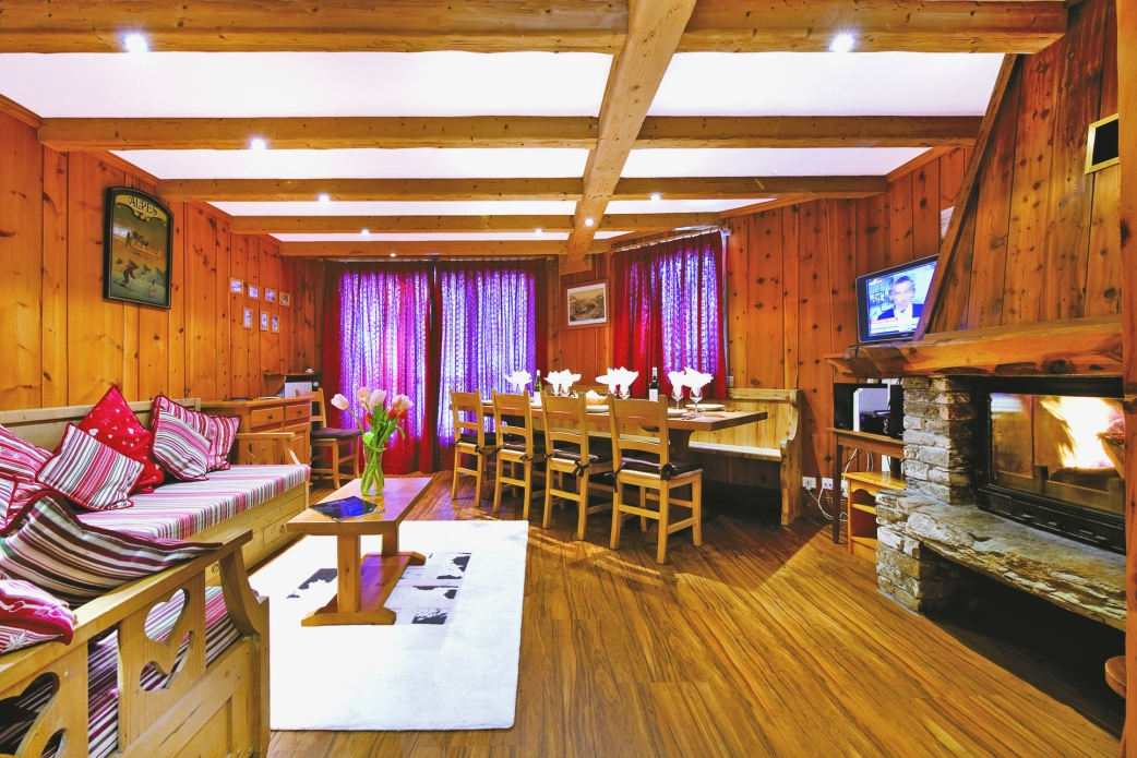 Ski Total | Lounge in the chalet Bonneval
