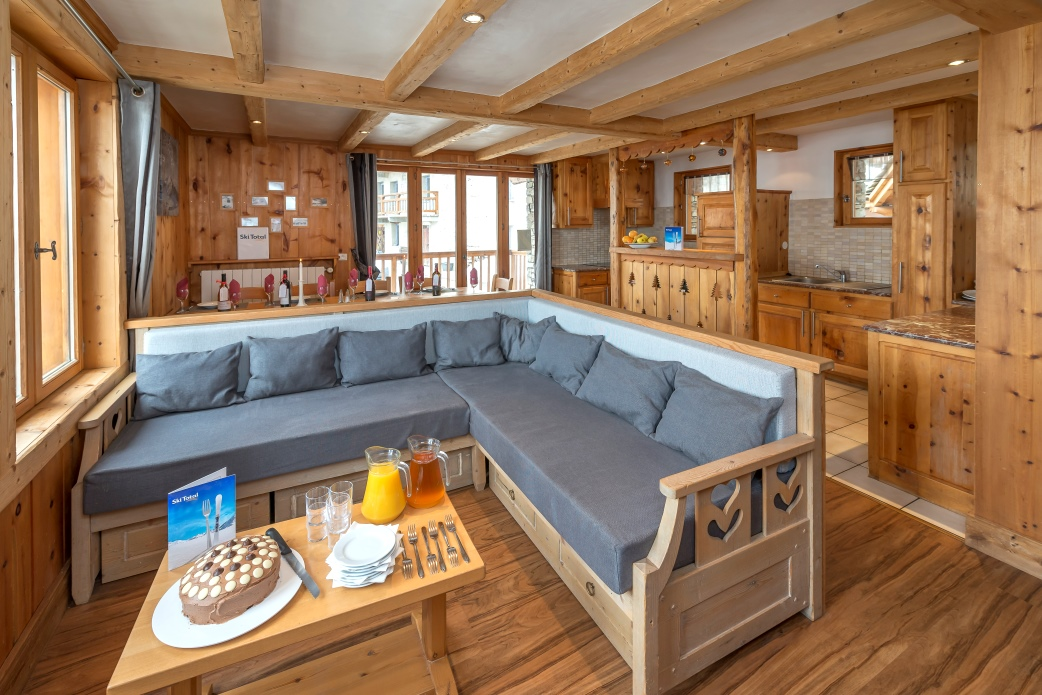 Ski Total | Lounge area in the chalet Bonnevie