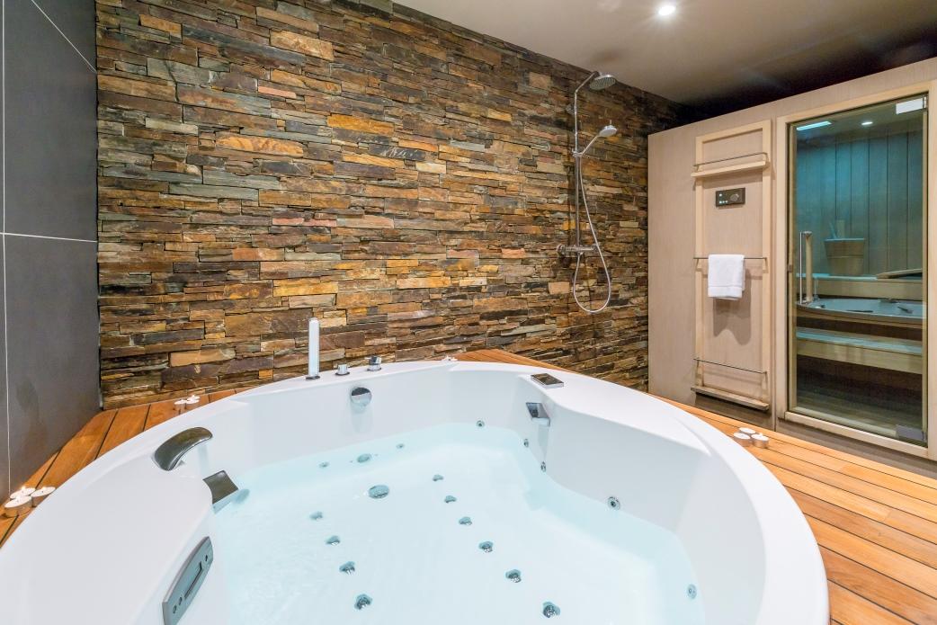 Ski Total | Chalet Ecureuil jet bath and sauna