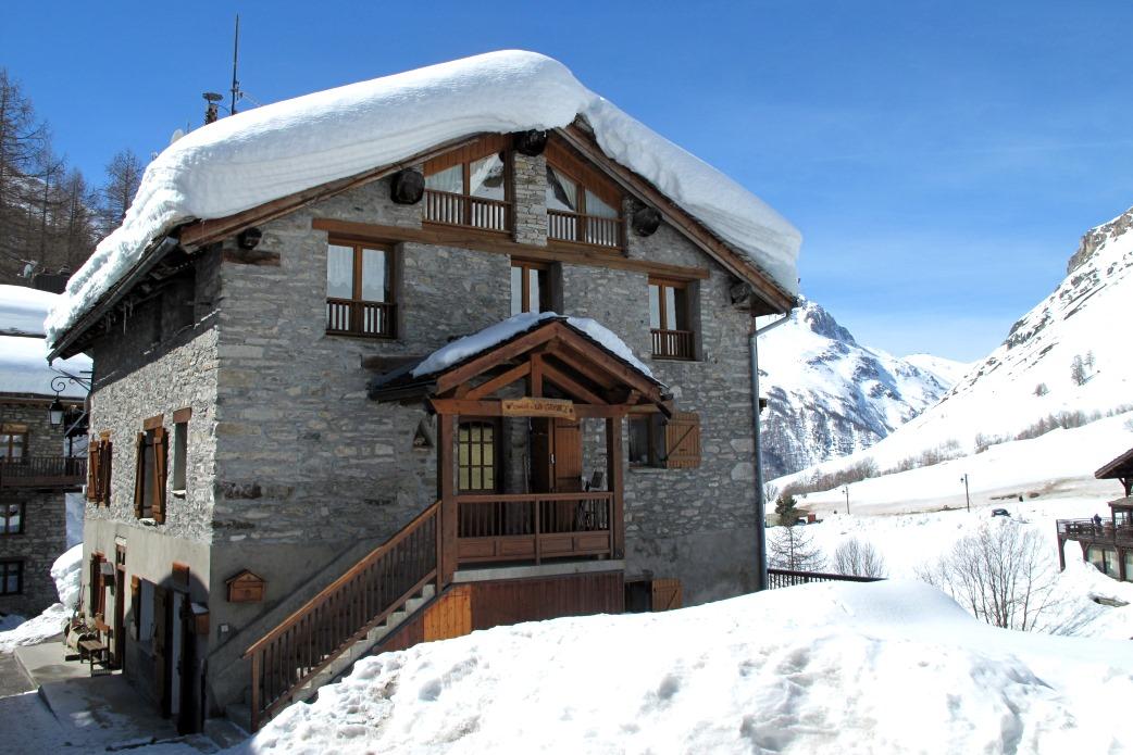 Ski Total | Chalet Ecureuil exterior front view