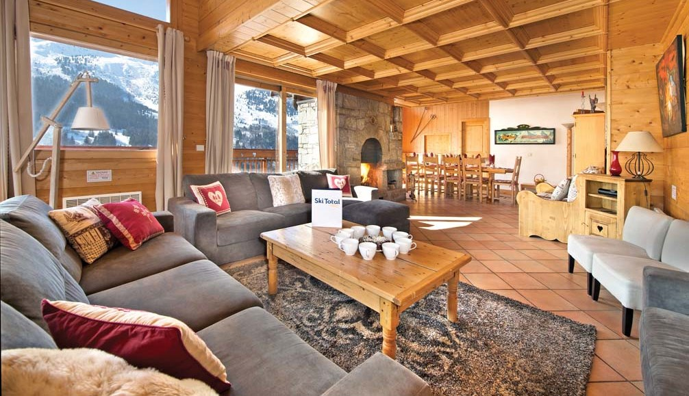 Ski Total | Chalet Les Arols Bleu's lounge leading on to the dining area