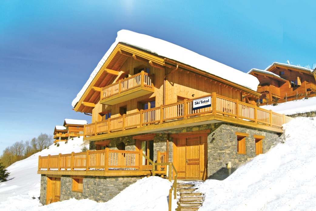 Ski Total | Exterior view of the chalet L'Ancolie