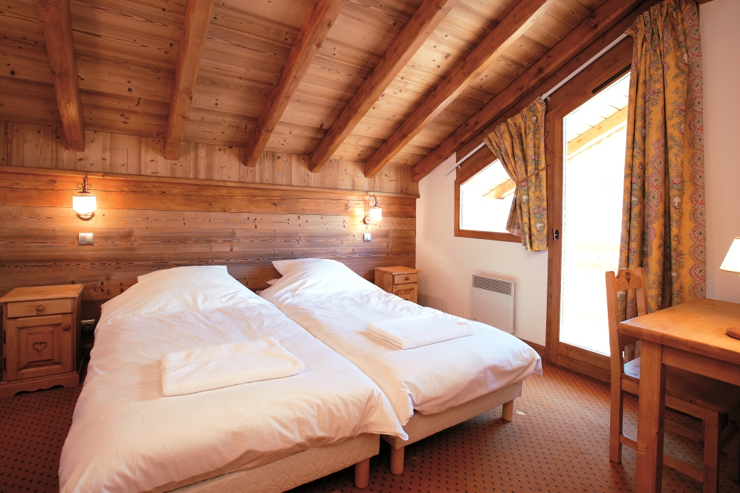 Ski Total | A typical bedroom in the Chalet Oxalys