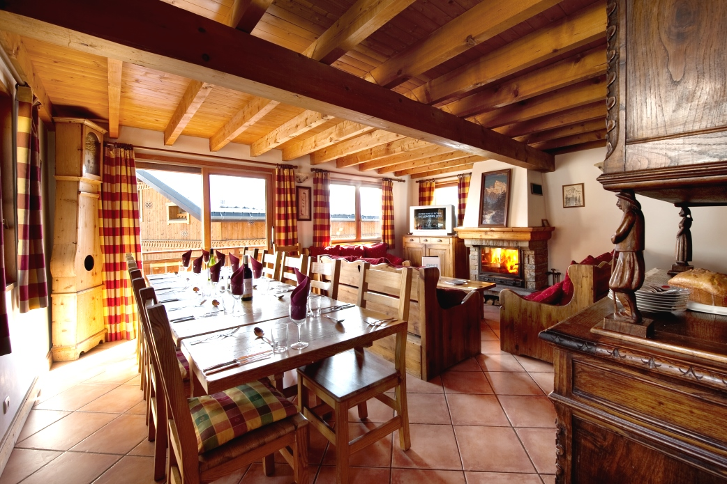 Ski Total | Lounge area in the chalet Lys Blanc