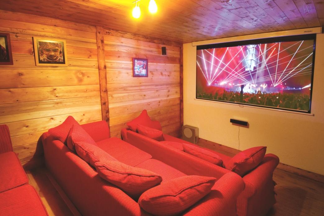 Ski Total | Cinema room in the chalet Isba