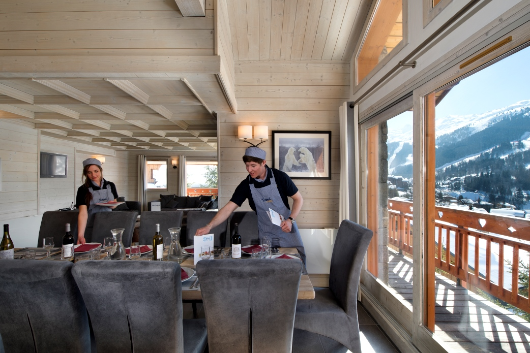 Ski Total | Dining area in the chalet Cedre Blanc