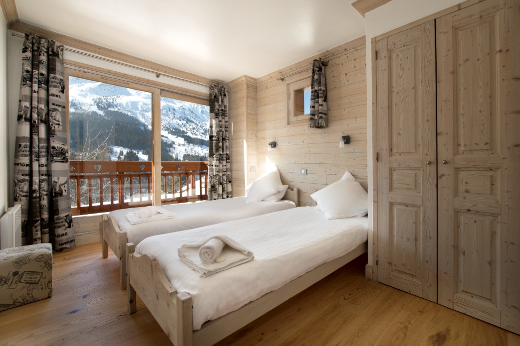 Ski Total | A typical bedroom in the chalet Cedre Blanc
