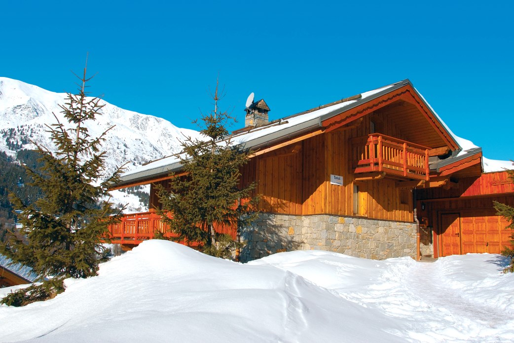 Ski Total | Exterior of the chalet Cedre Blanc