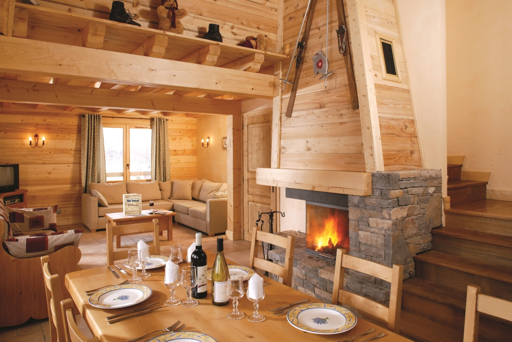 Ski Total | The lounge area in the chalet L'Hermine