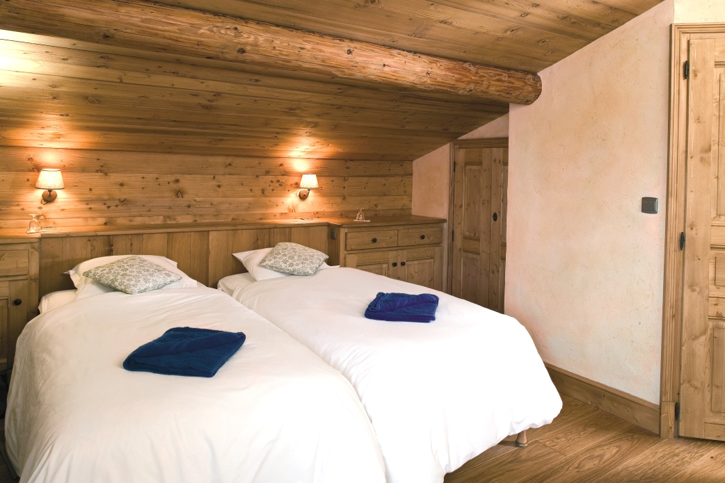 Ski Total | A typical bedroom in the chalet L'Hermine