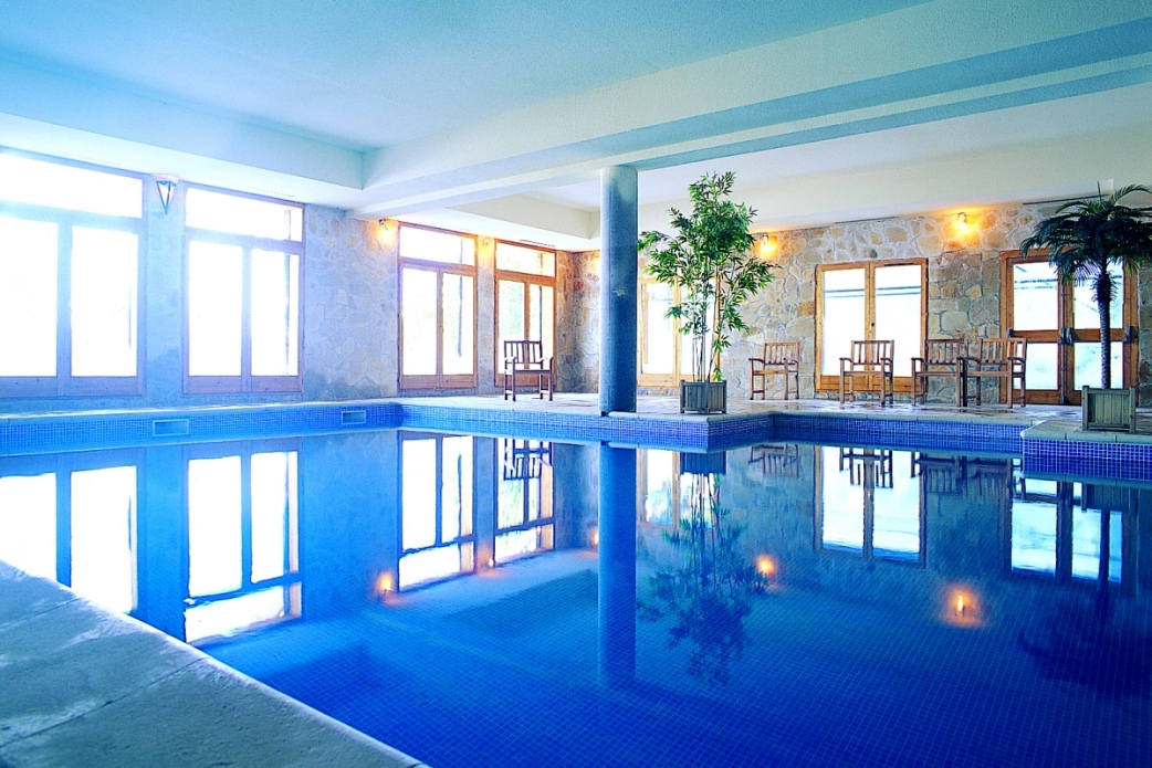 Ski Total | Altitude residence's swimming pool, next door to the de l'ours résidence