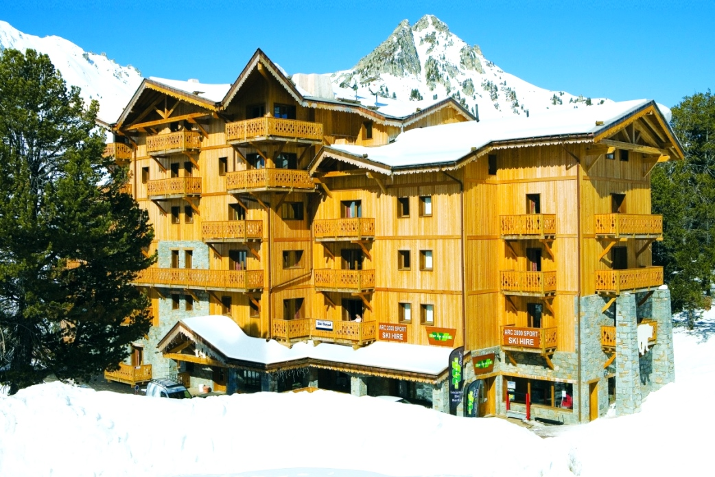 Ski Total | Exterior of the de l'ours résidence