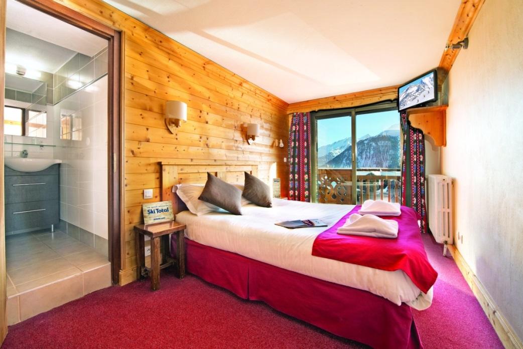 Ski Total | Typical bedroom in the Chalet Hotel Coq De Bruyere