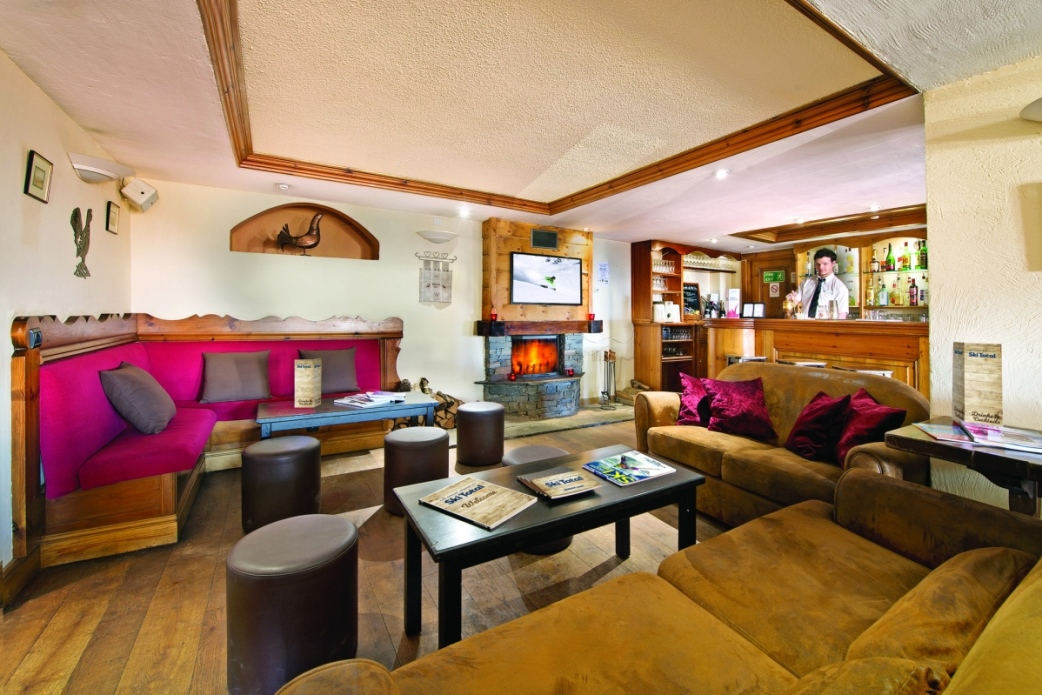 Ski Total | The Bar area in the Chalet Hotel Coq De Bruyere