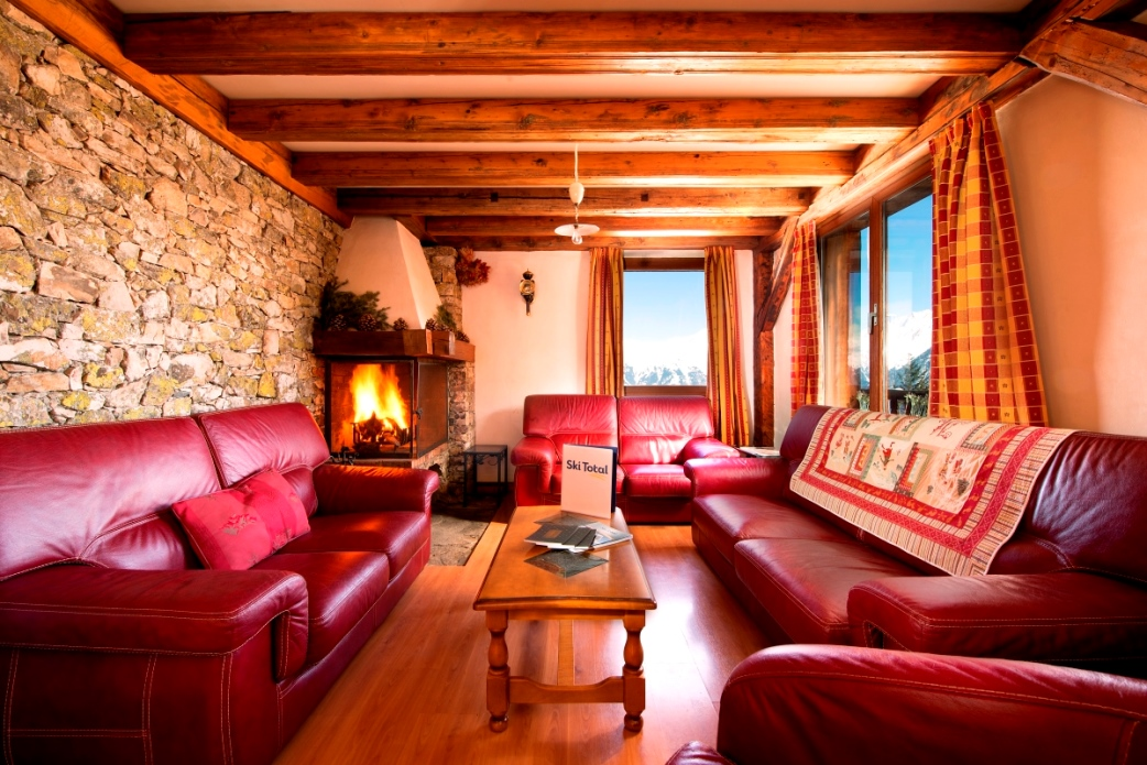 Ski Total | Chalet Chenus lounge area