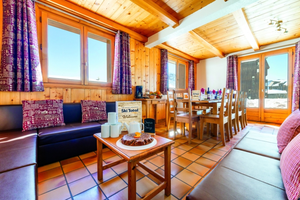 Ski Total | Dining room in the Chalet Les Lauzes