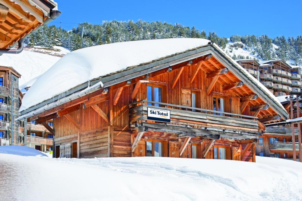Ski Total | Exterior view of the Chalet Les Lauzes