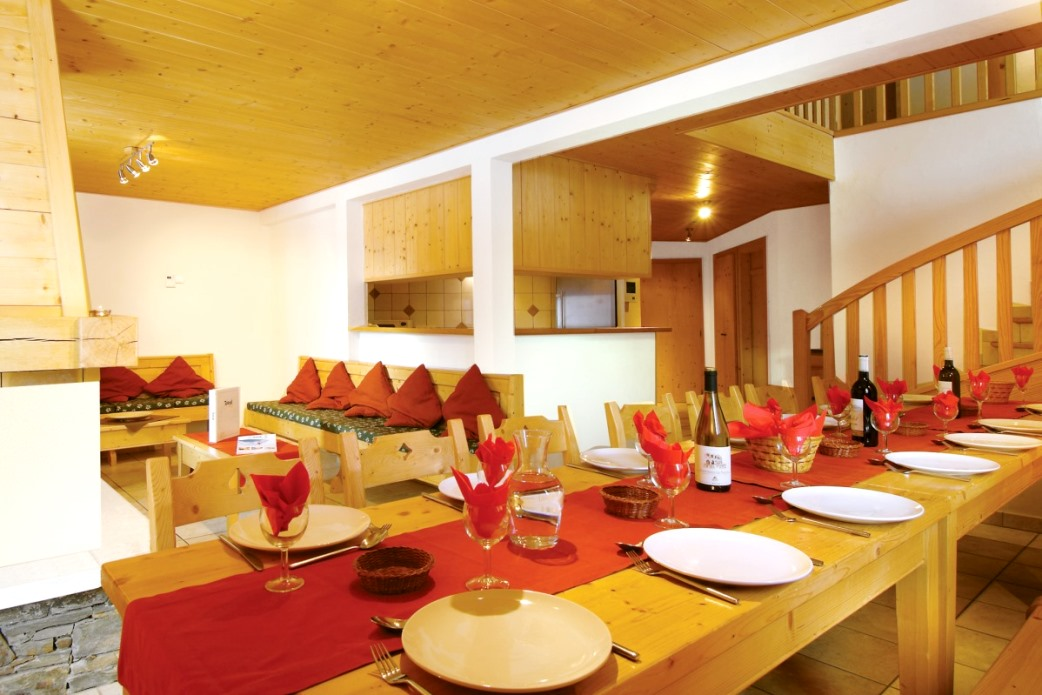 Ski Total | dining room in the chalet perce neige