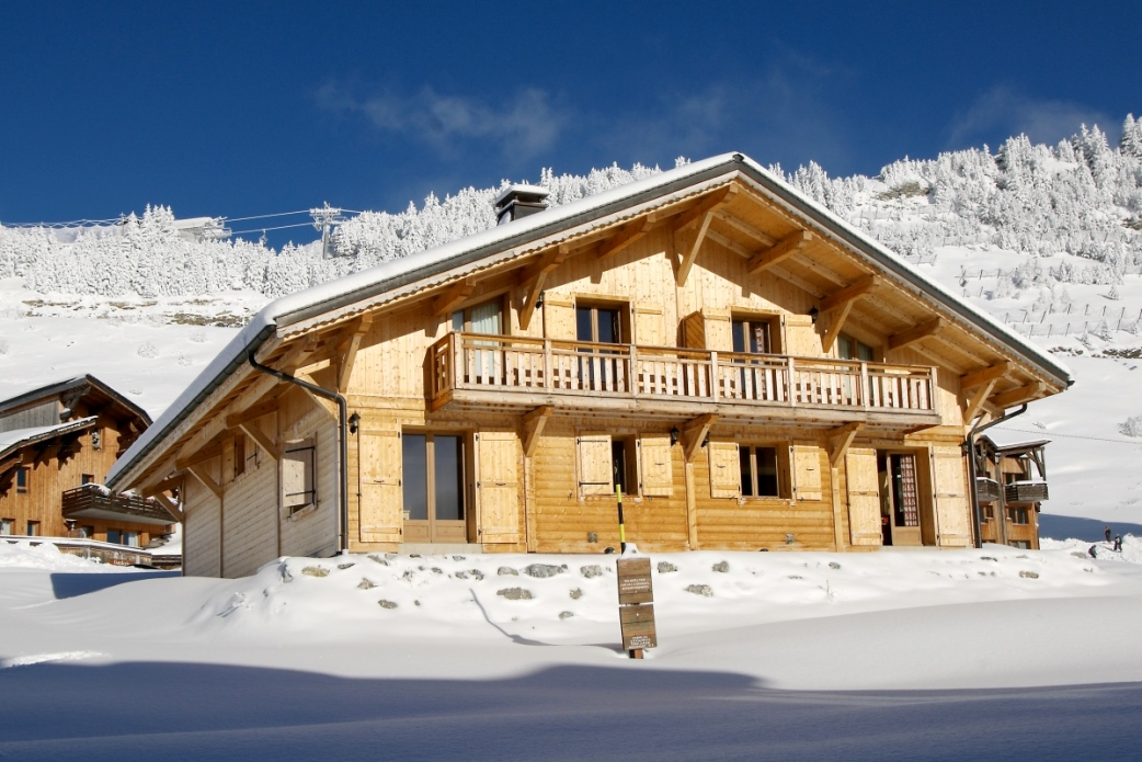Ski Total | Exterior of the Chalet Perce Neige