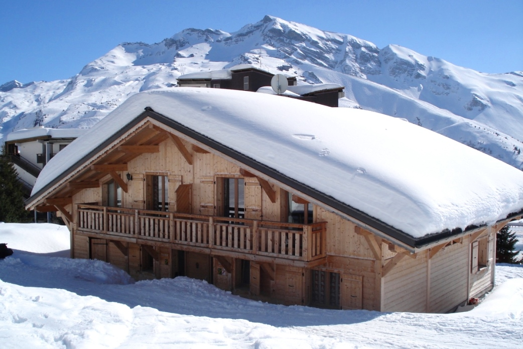 Ski Total | Exterior view of the Chalet Violetta