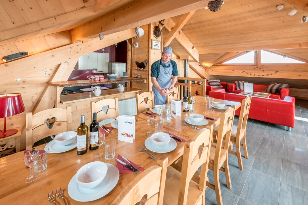 Ski Total | Dining area in the chalet annalise