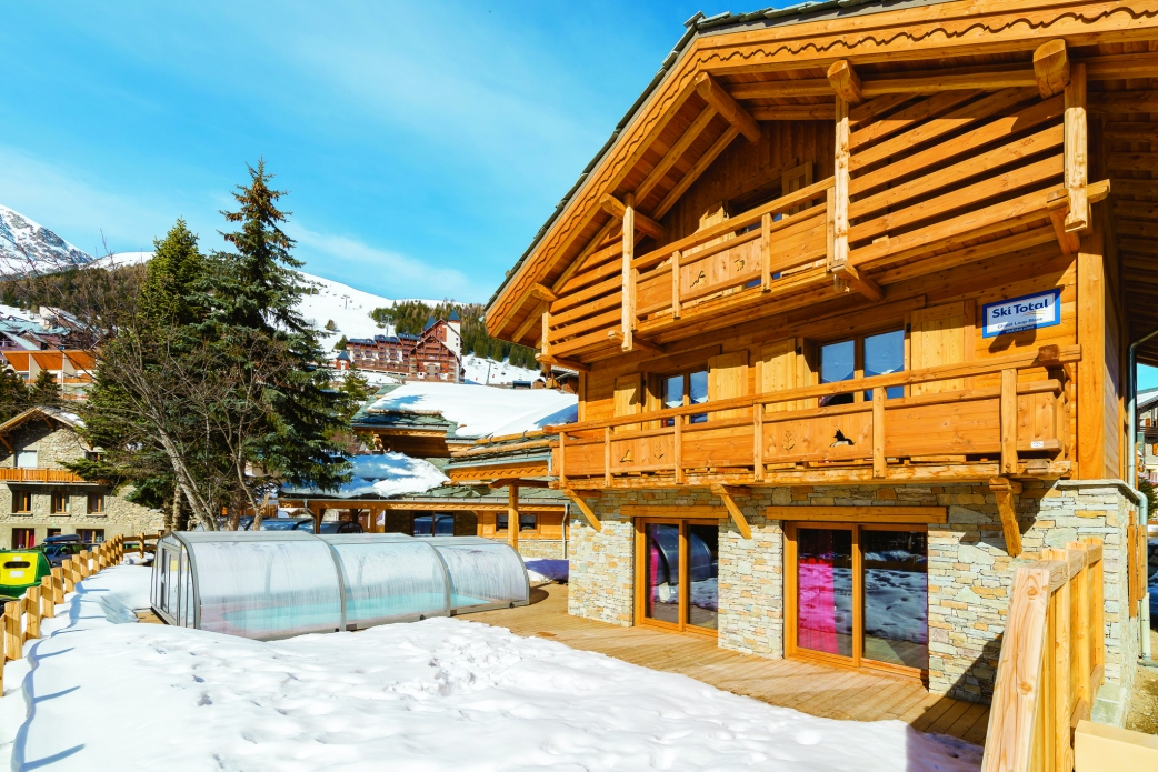 Ski Total | Exterior of the chalet Loup Blanc