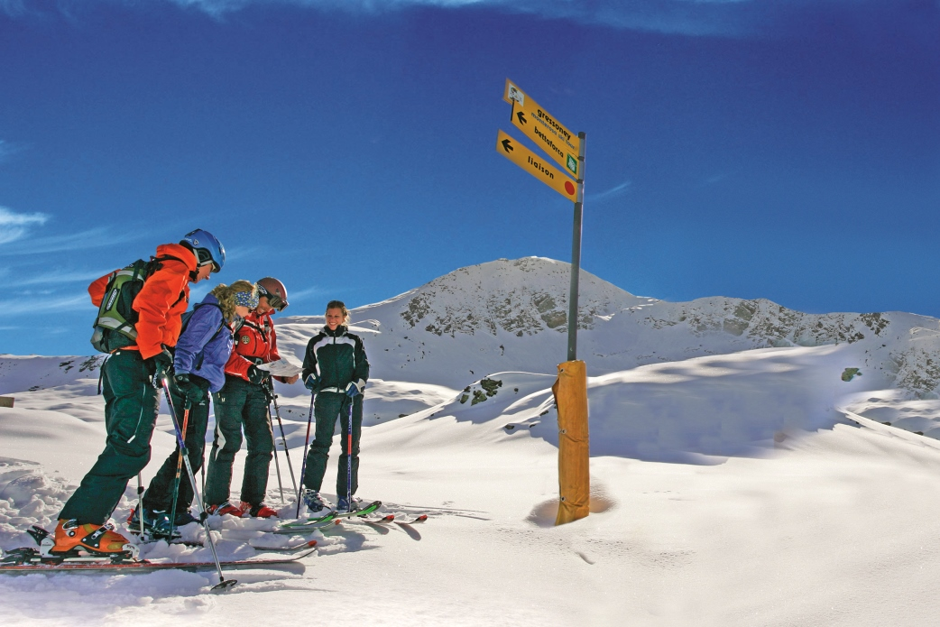 Ski Total | Guests choosing which way to ski down to Champoluc